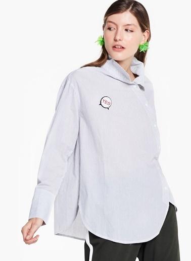 Broş Aplikeli Çizgili Gömlek-Twist